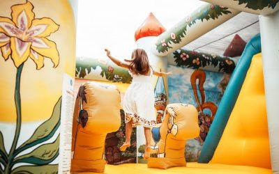 """""""Jocul este modul prin care copilul comunică cu lumea""""  Psiholog Dr. Raluca Anton"""
